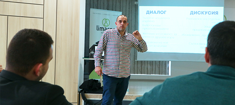Михаил Стефанов изнася лекция в Limacon Event Center 2