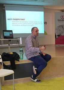 Михаил Стефанов изнася лекция в Limacon Event Center